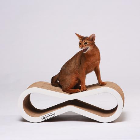 Когтеточка-лежанка для кошек Инфинити белая