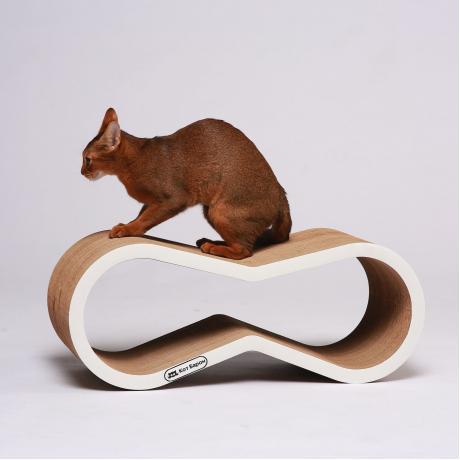 Когтеточка-лежанка для кошек Липс белая