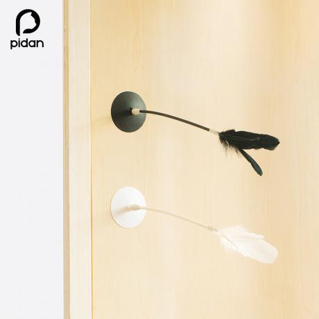 Игрушка-удочка дразнилка с силиконовой присоской от Pidan (черная)