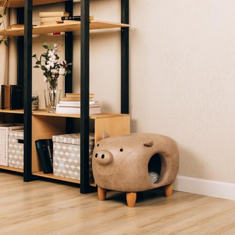 Домик-пуфик для кошек Свинка